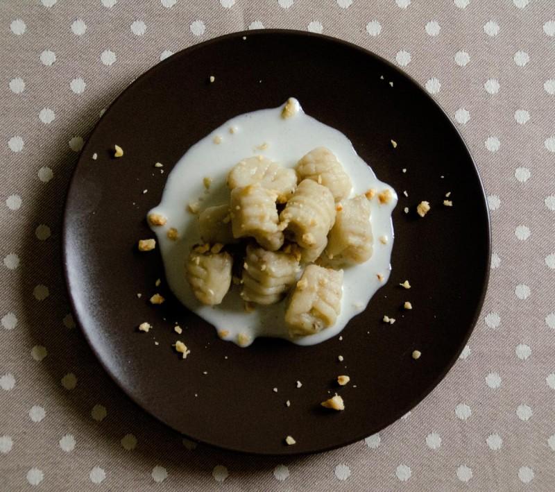 Gnocchi ai funghi Porcini con fonduta di Taleggio DOP e Nocciole Piemonte IGP